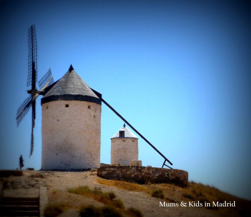 Consuegra entre los molinos y don quijote mums kids for Piscina molino de viento y sombrilla