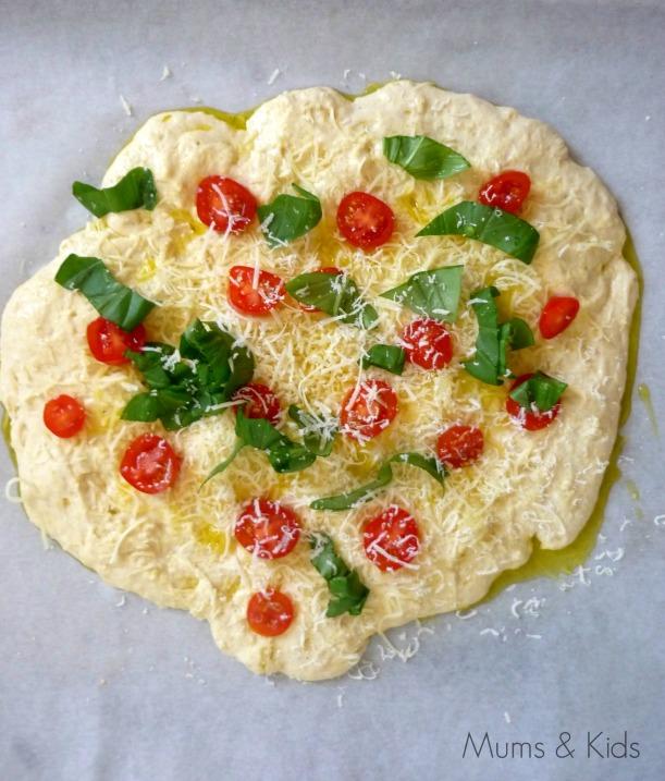 Focaccia de Tomate, Queso y Albahaca
